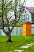 Zomerresidentie tijdens een seizoen van de lente — Stockfoto