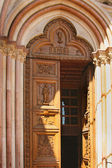 Italian city of Assisi, monastery of saint Francesco, doorway — Stock Photo