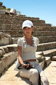 Pretty traveller in Ephesus — Foto de Stock