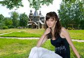 Beautiful girl in Suzdal city — Stock Photo