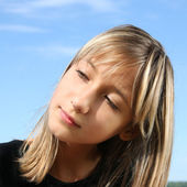 Young girl looking away — Stock Photo