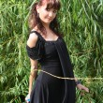 Girl near the willow tree — Stock Photo #41695781