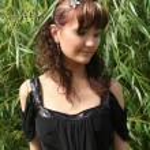 Girl near the willow tree — Stock Photo #41695813