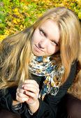Girl in autumnal season — Stock Photo