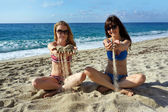 Young women on a beach in Italy — Stockfoto