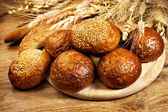 Fresh baked bread with wheat — Stockfoto
