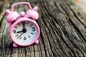 Small pink watch on wood.  — Stockfoto