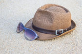 Woven hat with sunglasses. — Stock Photo