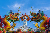 Colorful dragon on Chinese style roof decoration. — Stock fotografie