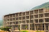 High-rise building under construction with a concrete structur. — Stock Photo