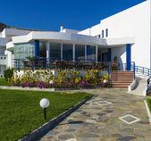 Path leading to the veranda of the hotel — Stock Photo