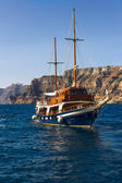 Sailing ship on a background picturesque rocky shore — Stock Photo