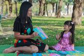 Mother teaching daughter — Stock Photo