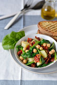 Salad of spinach and chickpeas. — Stock Photo
