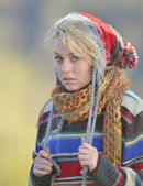 Young woman outdoor in autumn — Stock Photo