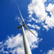 Wind turbine against blue sky — Stock Photo