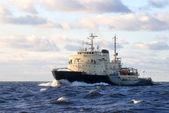 советский ледокол в открытом море — Стоковое фото