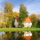 House at the lake bank in autumn. Sigulda, Latvia — Stock Photo