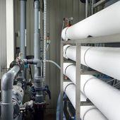 Rurociąg wody przemysłowej w kotłowni — Zdjęcie stockowe