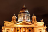 Saint Isaac's Cathedral in Saint Petersburg by night — Stock Photo