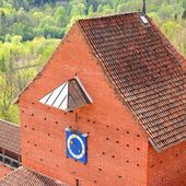 Areal view on Turaida castle and Gauja river valley in spring in Sigulda, Latvia — Stock Photo