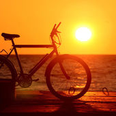 Bike silhouette at the sunset — 图库照片