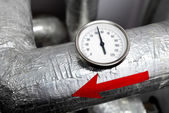 Industiral thermometerr red arrow on a water pipeline — Stock Photo
