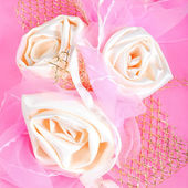 Pink present package with roses — Stockfoto