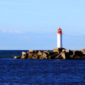 左舷入口の灯台。ベンツピルス、ラトビア — ストック写真