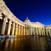 Kazan Cathedral or Kazanskiy Kafedralniy Sobor in Saint Petersburg at night — Stock Photo