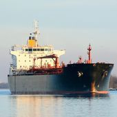 Cargo ship leaving port — Stockfoto