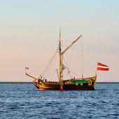 Old historical sail ship at the sunset — Stockfoto