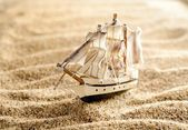 Wooden sail ship toy model in the sea sand close-up — Stock Photo
