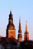 Torrette di chiesa lettone di riga al tramonto — Foto Stock