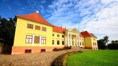 Stary dwór byłego imperium rosyjskiego. zamek durbes, łotwa — Zdjęcie stockowe