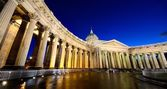 Kazan Cathedral or Kazanskiy Kafedralniy Sobor in Saint Petersburg by night — Zdjęcie stockowe