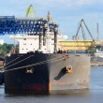 Cargo ship loading — Stock Photo