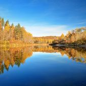 Autumn lake landscape — Stock Photo