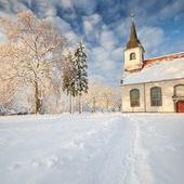 Church   in beautiful winter day — Stock Photo