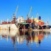 货船在固定和绘画 — 图库照片