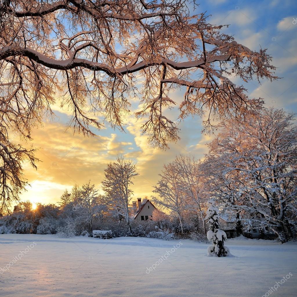 Paesaggio invernale al tramonto foto stock 42688449 for Disegni paesaggio invernale