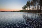 凍った湖の冬の日の出風景 — ストック写真