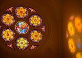 Katolik çinilerini eski sanatsal cam — Stok fotoğraf