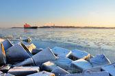 Cargo ship (Bulk carrier) sailing in Riga — Stock Photo
