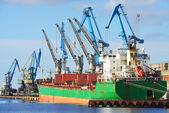 Cargo ship  loading in cargo terminal of Riga — Foto de Stock