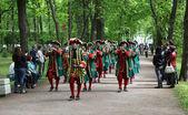 Procession of musicians form of Peter vremen. Petergof. — Stock Photo