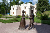 "Tsarskoye Selo. Russia. Sculptures ""Duke of Urbino Federico da Montefeltro and his wife Battista Sforza Duchess"" diptych by Piero della Francesca — Stock Photo"