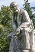 Monument to Lenin. Botanical Garden. St. Petersburg. — Stock Photo