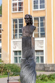 Bust of Peter in the botanical garden. St. Petersburg. — Stock Photo