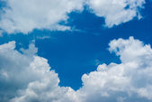 Błękitne niebo chmura — Zdjęcie stockowe
